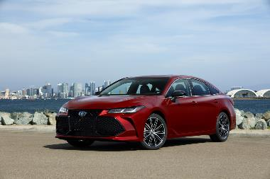 2019_Toyota_Avalon_Front_left
