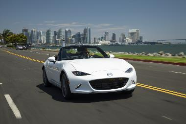 2019_Mazda_MX-5_Miata_Front_right_1